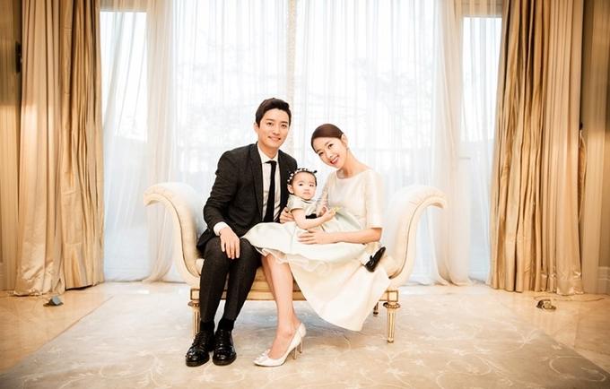 """<p> Hàng nghìn fan khen ngợi, chúc mừng vợ chồng sao dưới mỗi bức ảnh họ đăng tải. """"So Ji Hyun và In Kyo Jin thật đẹp đôi. Họ nuôi dạy con rất tốt"""", độc giả Seon In viết trên<em>Instagram</em>.</p>"""