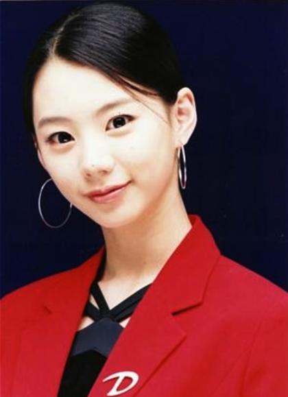 Nhan sắc tuổi của vợ ông hoàng Bae Yong Joon - 6