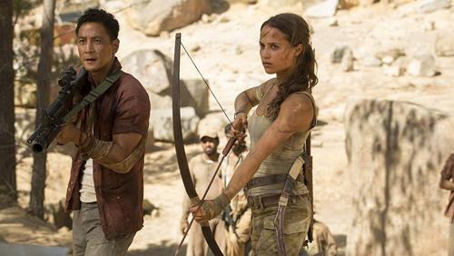 Alicia Vikander có diễn xuất nổi trội hơn hẳn Ngô Ngạn Tổ (trái) và các bạn diễn trong phim.