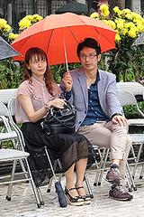Khán giả Hà Nội đội mưa đi xem thời trang