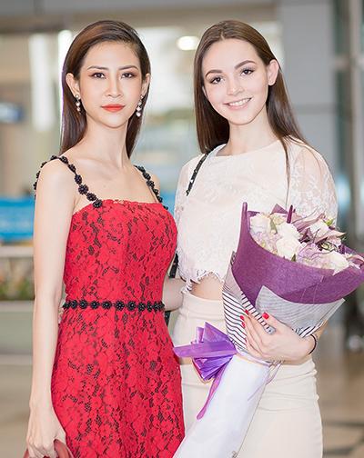 Á hậu Đại sứ Du lịch Thế giới 2017 Liên Phương ra sân bay đón hoa hậu Talliya.