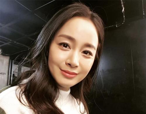 Kim Tae Hee đăng ảnh lên Instagram.