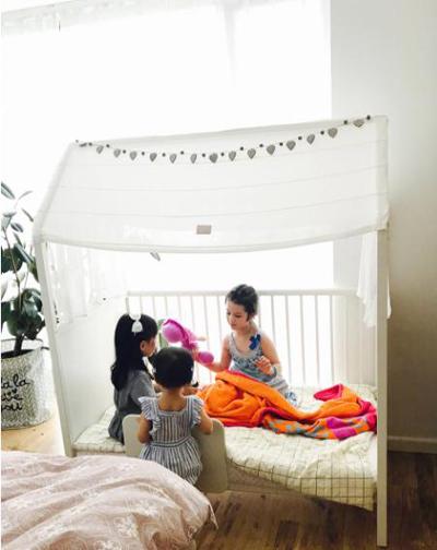Phòng ngủ của trẻ vẫn có thêm không gian vui chơi.