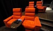 Khán giả tử vong sau khi mắc kẹt trong ghế rạp phim