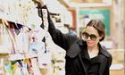 Angelina Jolie đưa các con đi siêu thị