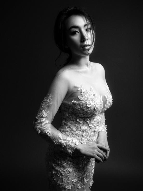 Khắc Việt chụp ảnh cưới đen trắng với DJ Thanh Thảo