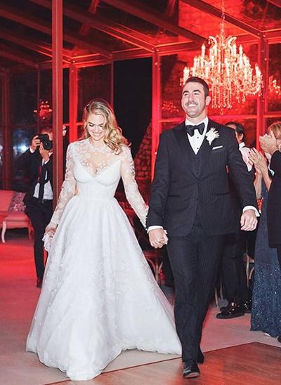Cô dâu chú rể tổ chức đám cưới tại resort sang trọng Rosewood Castiglion Del Bosco.