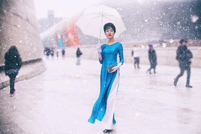 Hoa khôi Huế diện áo dài giữa trời tuyết Seoul
