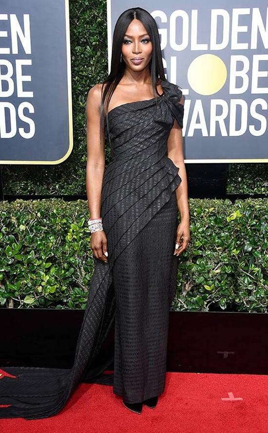 Nhan sắc 'báo đen' Naomi Campbell qua 32 năm