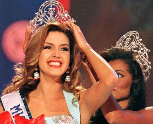 Miss Venezuela, Alicia Machado, đăng quang Hoa hậu Hoàn vũ 1996.