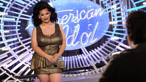 Adam Sanders trở thành Ada Vox khi giả gái tại American Idol năm nay.