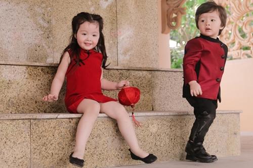 Các con của Elly Trần Ở tuổi lên ba, cô bé ngày càng nghịch ngợm. Cadie thích tạo dáng trước ống kính do thường xuyên được mẹ dẫn đi sự kiện.