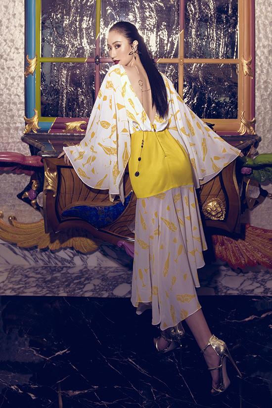 Hà Thu tạo dáng với váy khoét lụa