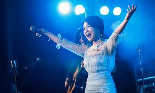 Nữ ca sĩ Uyên Linh.