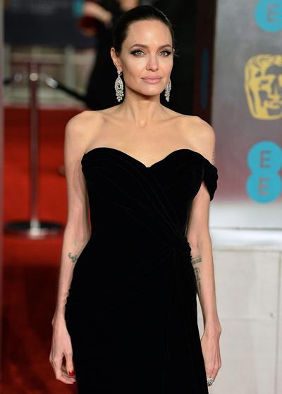 Angelina Jolie kín tiếng về chuyện riêng tư sau khi chia tay Brad Pitt.