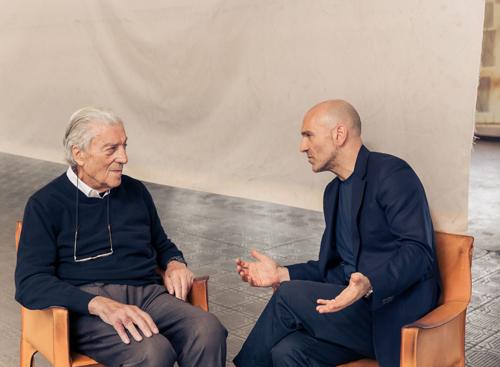 Nino Cerruti - người kế thừa di sản 3 thế hệ chia sẻ với Giám đốc sáng tạo của thương hiệu, ông Jason Basmajia.