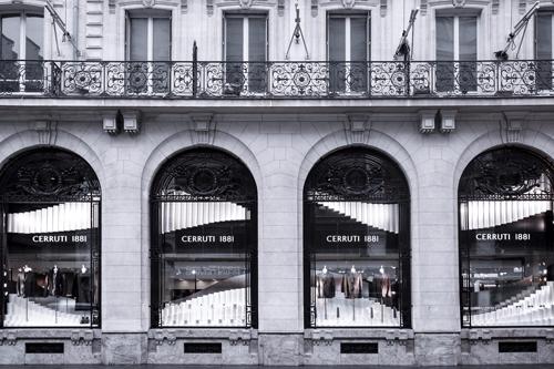 Cerruti 1881 khẳng định giá trị qua cách lựa chọn địa điểm cửa hàng và bài trí.