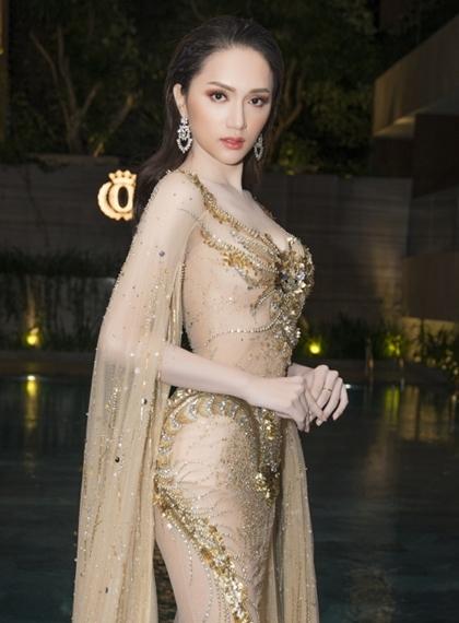 Hương Giang cho biết từ khi thành hoa hậu, cô luôn chuẩn bị kỹ càng để cóhình ảnh đẹp mỗi khi xuất hiện trước công chúng.