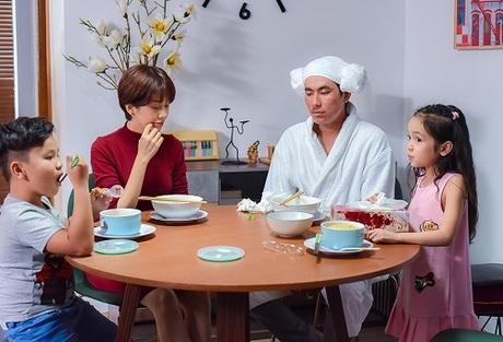 Một ngày nọ, người đàn ông tên Đông Bắc (Kiều Minh Tuấn đóng) cùng cô con gái cá tính Bảo Ngọc (bé Diệp Anh) đến nhà Nhện.