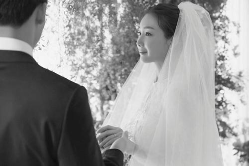 Choi Ji Woo ngày cưới.