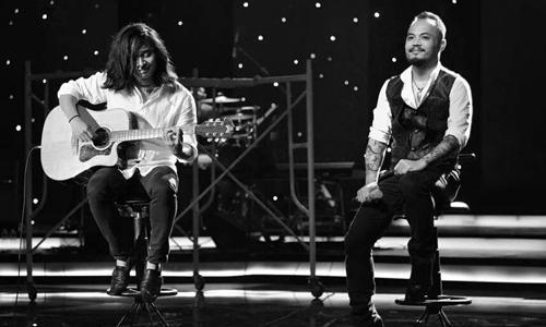 Trần Tuấn Hùng (trái) và cố nhạc sĩ Trần Lập song hành với nhau nhiều năm và gắn bó cùng ca khúc Mắt đen.