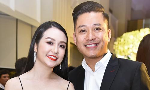 Vợ chồng Tuấn Hưng dự tiệc cưới Khắc Việt