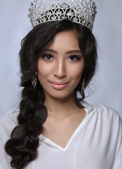 Cô gái tuổi teen đăng quang Hoa hậu Kazakhstan 2018