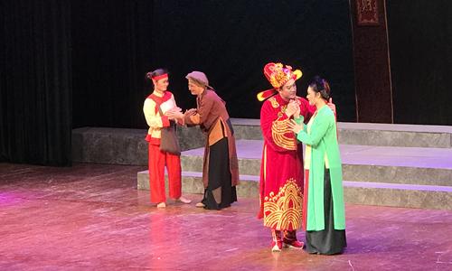 Một cảnh trong Tống Trân Cúc Hoa.