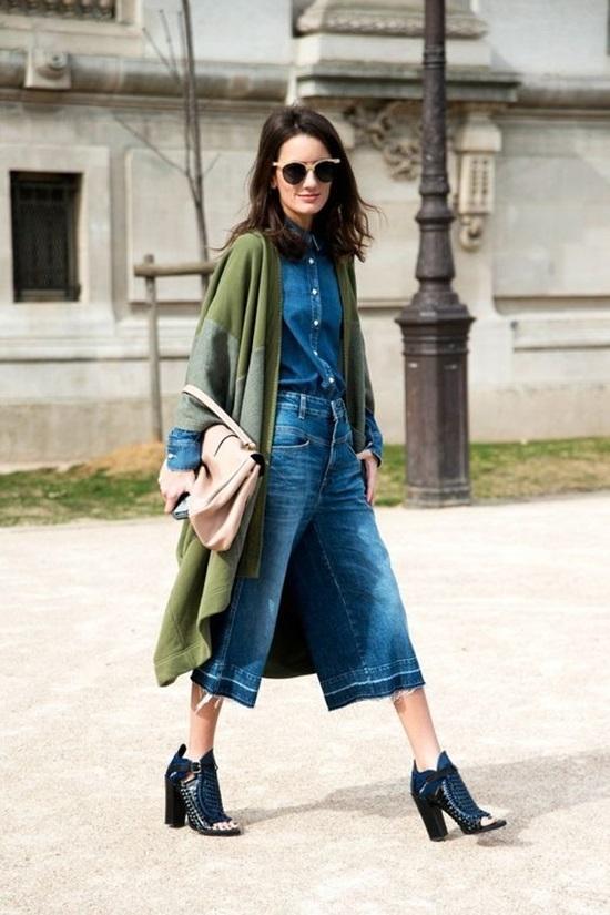 11 kiểu phối quần jeans ống rộng cho dân công sở