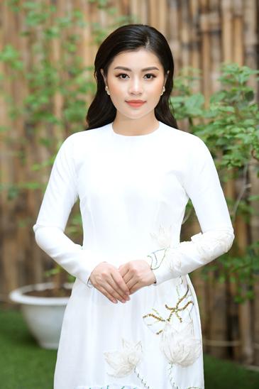 Ca sĩ Thu Hằng.