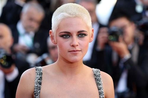 Vài năm gần đây, Kristen Stewart hướng đến phong cáchcá tính, để tóc húi cua.