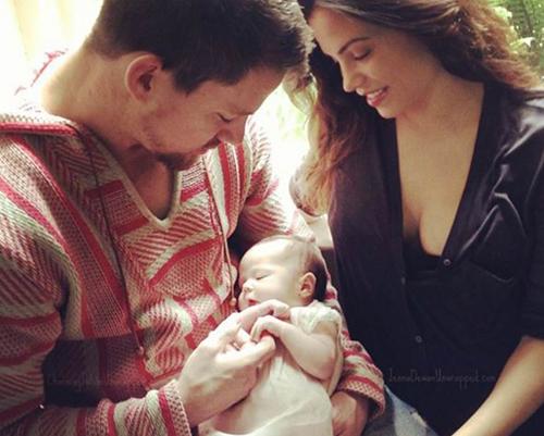 Channing Tatum chia sẻ hình ảnh con gái mới sinh lên trang cá nhân vào năm 2013.