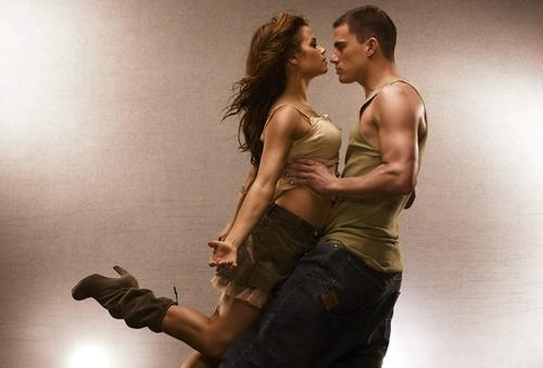 Channing Tatum và Jenna Dewan gặp nhau lần đầu khi cùng đóng Step Up năm 2006. Phim kể về mối tình của hai vũ công Tyler Gage (Channing Tatum đóng) và Nora Clark (Jenna Dewan thủ vai). Sau bộ phim, cả hai phim giả tình thật và bí mật hẹn hò.