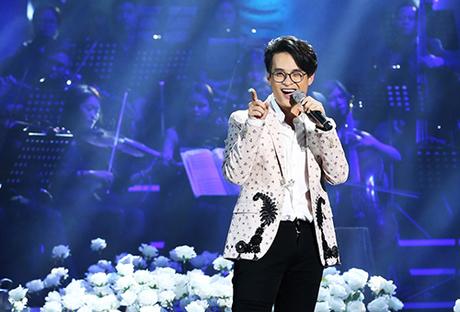 Hà Anh Tuấn trong liveshow.