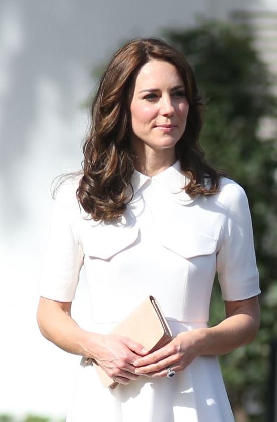 Những câu chuyện thời trang trong hoàng gia Anh