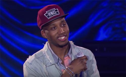 Dennis Lorenzo trên sân khấu American Idol.