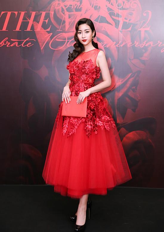 Những bộ đầm tôn vẻ nữ tính của Hoa hậu Mỹ Linh