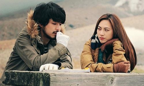Câu chuyện xoay quanh cô gái tênHạ (Phương Anh Đào đóng) đến Nhật Bản để tìm cha (Công Ninh đóng). Tại thị trấn Higashikawa, cô gặp Akira (Takafumi Akutsu đóng) và phải lòng chàng trai trầm tính. Phim khởi chiếu ở Việt Nam từ ngày 1/6.