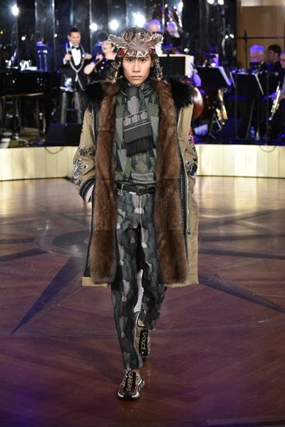 Fuji Nguyễn catwalk cho Dolce & Gabbana.