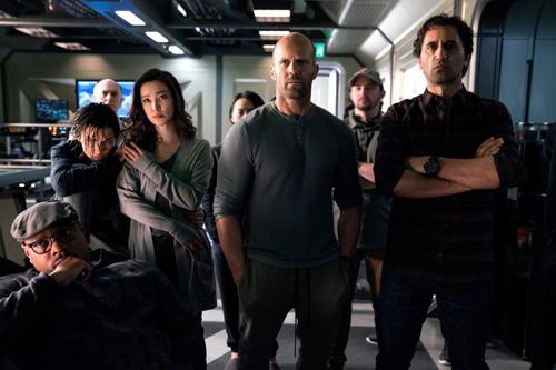 Lý Băng Băng cùng Jason Statham chiến đấu với cá mập trong phim mới
