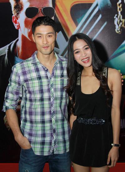 Trí Nguyễn sánh đôi bạn gái đi xem phim (năm 2013).