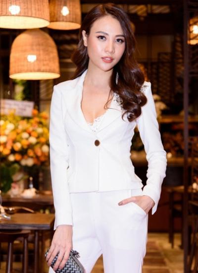 Ca sĩ, người mẫu Đàm Thu Trang.