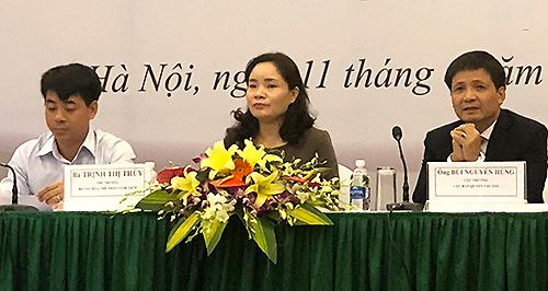 Từ trái sang: ông Phạm Cao Thái - Chánh thanh tra Bộ Văn hoá, bà Trần Thị Thuỷ - Thứ trưởng Bộ Văn hoá, ông Bùi Nguyên Hùng - Cục trưởng Cục bản quyền tác giả Việt Nam.