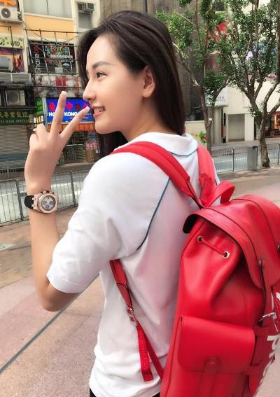 Chiếc balo đỏ Supreme không chỉ đắt mà còn rất khó mua vì đây là sản phẩm giới hạn (Limited Edition).