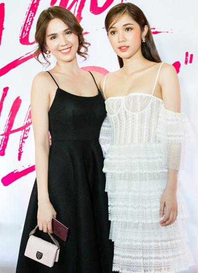 Cô dự ra mắt phim Hạ cuối tình đầu có đàn em của cô là diễn viên Quỳnh Hương (phải) đóng chính.