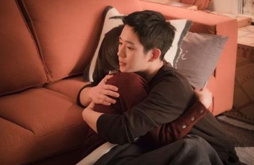 Son Ye Jin ngắm hoa anh đào cùngJung Hae In - 3