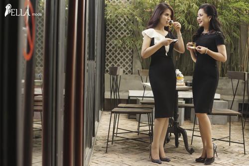 Đồng hành cùng NSND Lan Hương trong BST mới là Á hậu Doanh nhân Ý Lan. Cả hai đã thổi một luồng gió mới vào thời trang mùa hè 2018. Đó là sự hòa quyện giữa hương thơm, vị thanh tao từ trà và hương sắc mặn mà của người phụ nữ Á Đông.