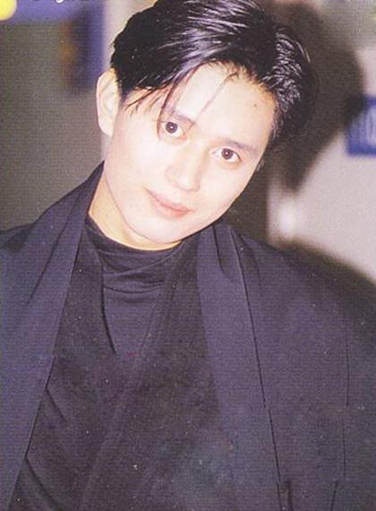 Trong sự nghiệp diễn xuất, anhgây tiếng vang khi đóng chính nhiềudự án phim ăn khách như Cảm xúc,Chàng trai đáng yêu,Áo cưới(đóng cùng Kim Hee SunvàLee Seung Yeon), Thiên thần hộ mệnh(đóng cặp Song Hye Kyo), Phẩm chất quý ông...