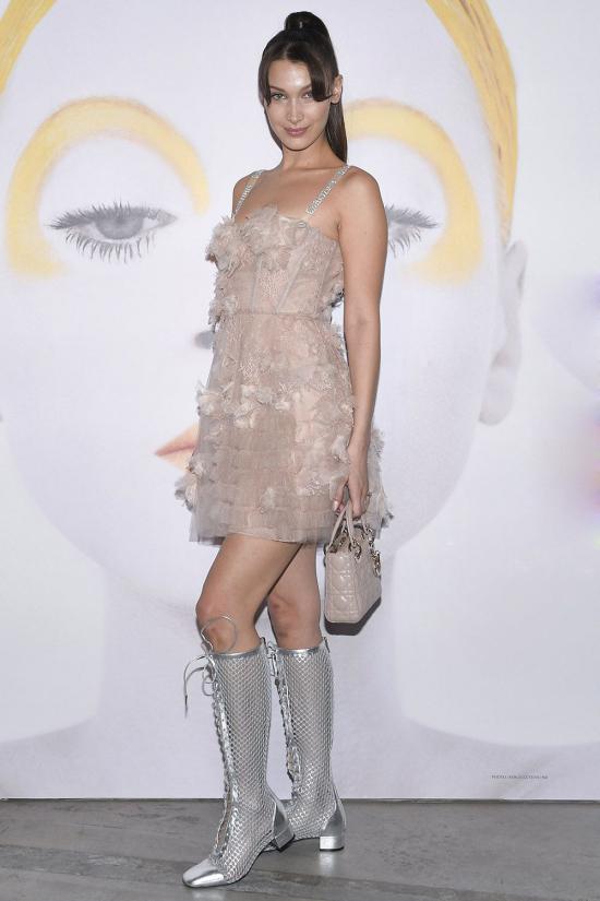 Alessandra Ambrosio đẹp nhất tuần với mốt khoe nội y