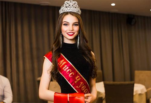 Trước Miss Russia 2018, Yuliya Polyachihina cũng đăng quang Miss Global Russia 2016.